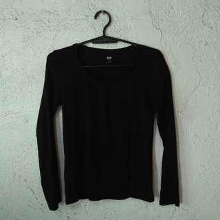 Uniqlo Black Long sleeves ❤ Pre-loved