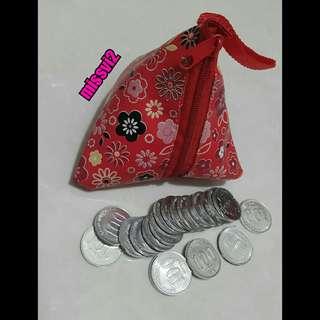 Dompet Koin Merah Bentuk Kerucut/Segitiga