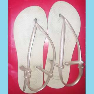 •pearl white havaianas