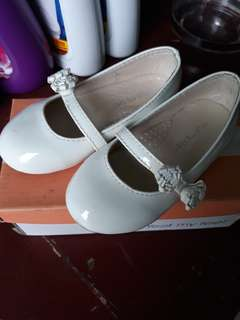White Shoes for Girls (meet my feet)