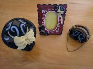 Chinaware of frame, wallet card holder and hat stand
