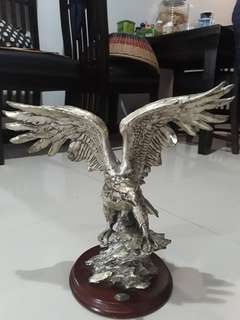 Patung Silver Chain Eagle Royal Victory of England