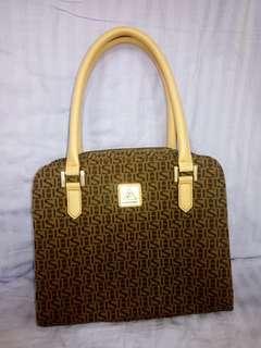 🚚 Cordan Leather手提包