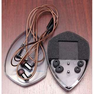 KZ 01ED9 budget audiophile earbuds / in-ear earphones with accessories
