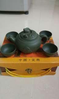 中國宜興紫砂茶壺一套