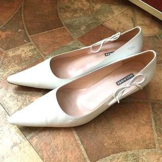 🚚 二手出清~百貨專櫃品牌 MELROSE 側邊蝴蝶結飾白色真皮低跟鞋/尖頭鞋/皮鞋/尖頭高跟鞋(24)