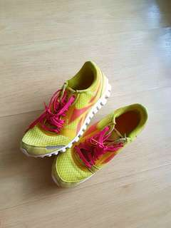 ORI REEBOK RUNNING SHOES-size 35.5