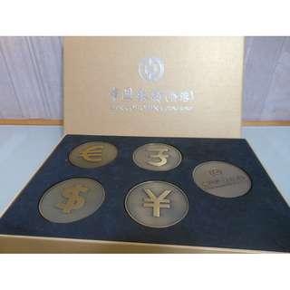 全新 銅製 外幣磁石貼 紙槙 (中國銀行) 有盒