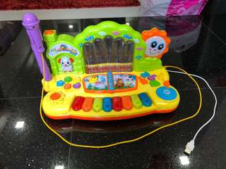 Musical toy piano with microphone