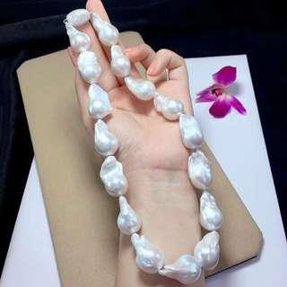 來二條高品質巴洛克珍珠項鏈,歐美範十足!歐美國家的客戶非常喜愛這些不規則,自然生長成的獨特的巴洛克珍珠,獨一無二,讓人過目不忘! 白色巴洛克珍珠大約:16×19mm 炫彩巴洛克珍珠大約: 25x18mm 💰💰優惠價發售,歡迎咨詢訂購😊