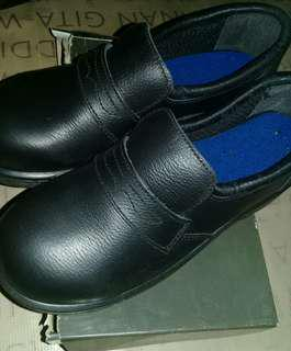 Pantofel kulit sapi krushers