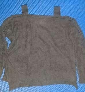 Sweater rajut warna cokelat tua