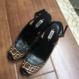 Guess Heels (Untuk Wanita)