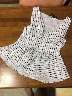 BRANDNEW Sleeveless Plepum white top