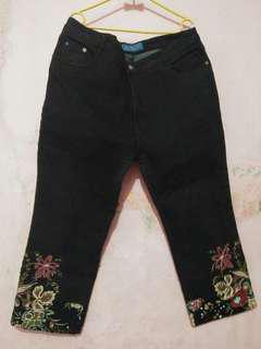 Jeans Big Size Bordir Bunga