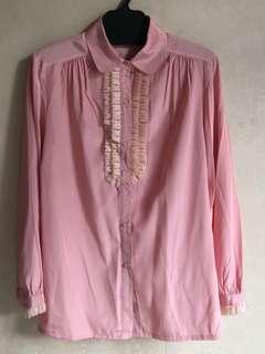購自日本古著粉紅色胸前蕾絲襯衫9成新日本製