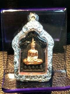 🚚 2560 聖灰百萬坤平 背後就是非常著名的全泰第一法力龍波倩古曼童法相 厚度銀開合殼 新品保有原廟盒