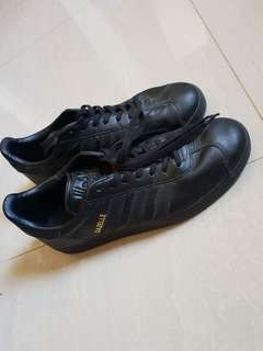 Adidas gazelle triple.black leather