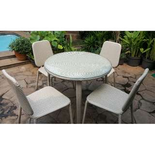 2 Set Meja Bulat dan kursi
