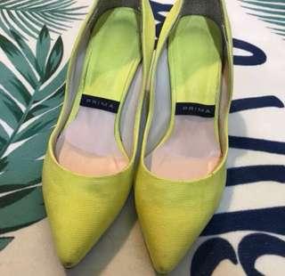 🚚 🉐️便宜售只要50$ 螢光黃高跟鞋