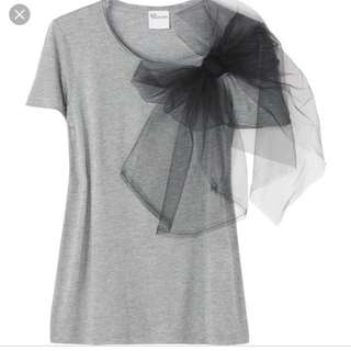 Valentino Tshirt with bow like new small medium