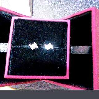 Mabelle 18Kwhite gold 1.4g / Diamond 0.15 Oct(above 90%new)earrings