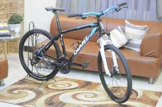 Giant 27.5 Mountain Bike Like New