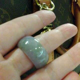 隨光影給美。天然老紫羅蘭戒指。不美不要買^_^直徑約2.1戒圍