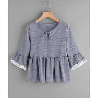 (全新)黑白色相間菱格紋喇叭袖蕾絲邊娃娃衫圓領蝴蝶結五分袖/七分袖短版上衣