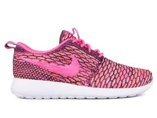 Nike Roshe Run Flyknit Pink