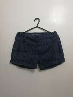 GUESS SHORT SIZE 28