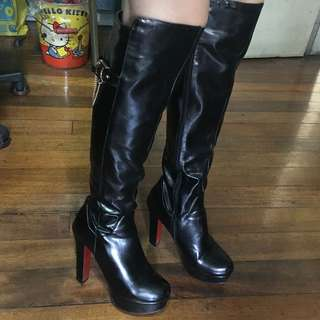 Black High Knee Boots