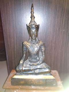 Repost Old Phra See Bucha At Least 150years and above no sales talk.with 3takrut below.Antique Items.Cost was 5k Singapore Dollars.Many Years Collections And Rare in Market.100Percent AUTHENTICS