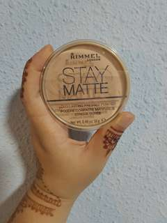 Stay Matte Pressed Powder . Shade : Silky beige