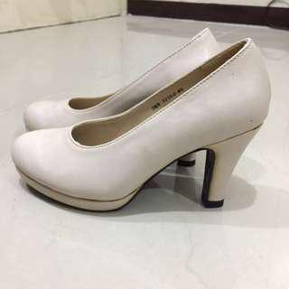 Zanea Cream/Nude Heels