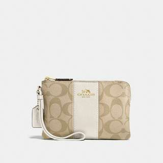 [Ready Stock] Coach Corner Zip Wristlet