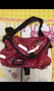 Double Shock 紅色漆皮多間隔實用斜孭袋/Messenger Bag (購自Log On) #2bdaysale