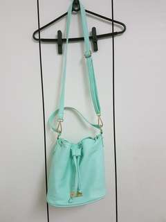 🚚 正版Marco Laurent 蘋果綠 薄荷綠 水桶肩背側背包