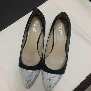 🚚 Velvet 拼接短根尖頭鞋