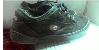 Etnies skate shoe.. jaman nya tonyhawk proskater