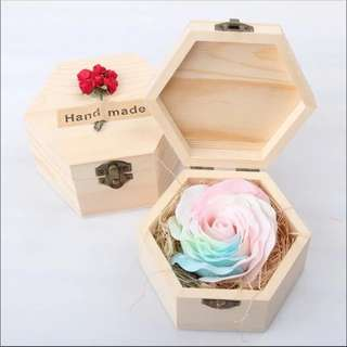 🚚 BN Colorful Rose Soap Gift Set in Hexagon Wooden Box @ $12 ONLY