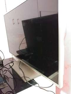 32inch Hisense smart tv (not working)