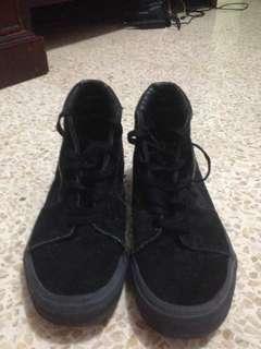 """Sepatu pergi warna hitam """"replaced boks"""""""