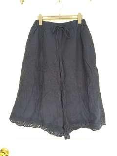 含運 日系 森林系 森女 深藍色雕花內搭褲 腰鬆緊寬褲