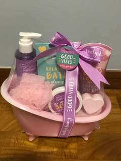 Bath & Body product Mini Hamper