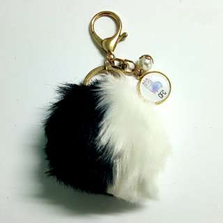 🚚 Customized furball dual colour keychains
