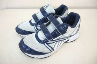 LEBAEN SALE...   (SJA-1715) REEBOK Running Shoes ( ORI)  Sz. 4 1/2 or 36  ; Tapak kaki : 23.3cm Rp.80rb... SALE : 65rb