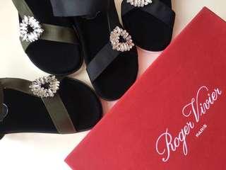 【兩件包郵】Roger Vivier RV 櫃台新品 菱形條形方扣玻璃鑽拖鞋半拖。