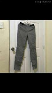 Uni qlo pants not H&M. Zara. G2000. M&S. F21. Esprit