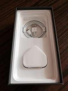 全新! Iphone USB Cable / Adapter